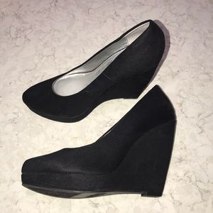 Xappeal Black Wedges